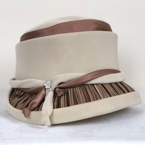 Vintage Cream & Brown Velvet Hat Satin Detail
